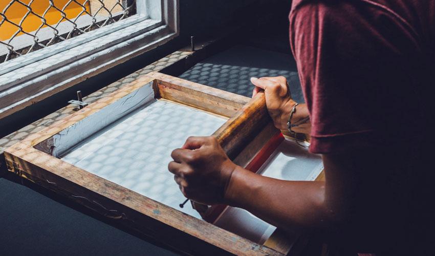 Teknik sablon manual dengan screen